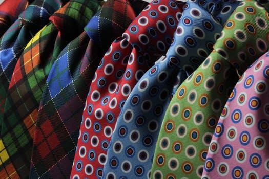 5 Advantages of Shopping for a Designer Clutch Bag